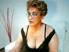 Mormor röker mycket sexig