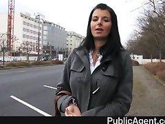 PublicAgent - Sıcak esmer MİLF büyük memeler