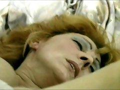 Volwassen hottie hunkert naar een dikke lul in haar snatch