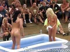 חובב עירום תחרות זה שנים עירום. Poppin פסטיבל באינדיאנה