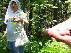 god bestemor i skogen
