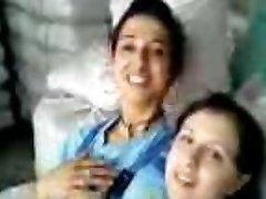 Турецкие девушки Фабрика kizlari в birbirlerini oksuyor