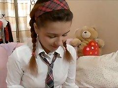 Lara koulutyttö