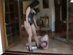 Slave dinner under sexy brunette Mistress