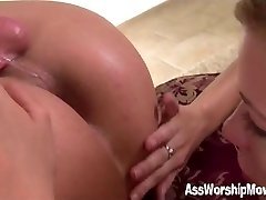 She loves to eat his asshole