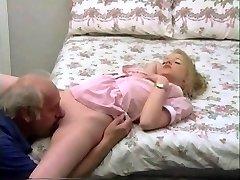 el abuelo polla tratamiento para la joven rubia
