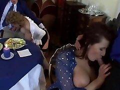 Europeia MILF Orgia com Grandes Mamas e Roupas Sexy