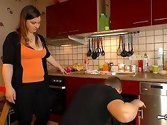 Hausfrau Ficken - Mature German BBW housewife gets cum in throat in hot sex session
