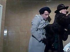 Barbara Bouchet in 40 GRADI ALL'OMBRA DEL LENZUOLO 1976
