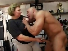 yam-sized granny does buttfuck in the gym