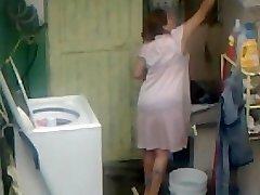 Spying Aunty Donk Washing ... Big Butt Chubby Plumper Mom