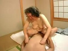 जापानी दादी 60+