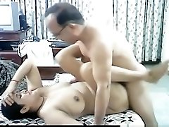 Mature arab couple makes a sextape in missionary position with creampie