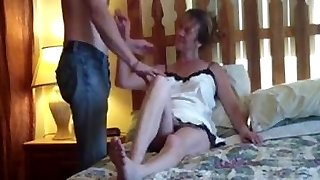 Sizzling Horny Amateur Milf Enjoys Her Nail !