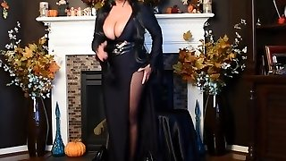 Elvira is fucking super hot