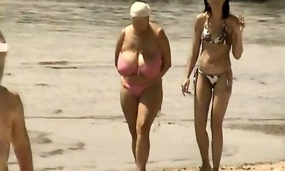 רטרו, ציצים גדולים לערבב הרוסית החוף