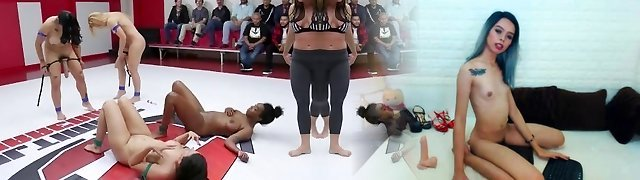 4 stunners wrestle in front of a live audience!