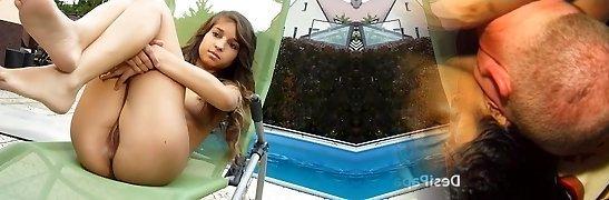 nika y su bikini de piscina