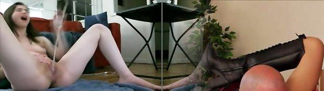 Novinha socando na buceta e esguichando
