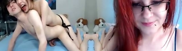 Attractive   skinny gf strapon humps her bf live on cam