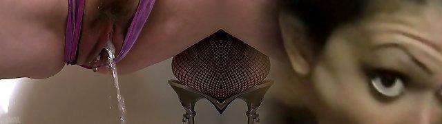 Chinese MILF Miyama Ranko strokes with dildo