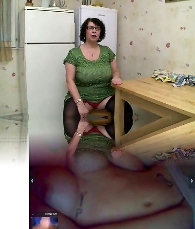 AMATEUR BBW Yam-sized Bumpers GRANNY PISSING SEX
