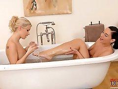 Bridget & Kety Pearl in bath