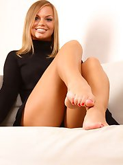 A romantic evening for a submissive foot lover - watch him get cuckolded