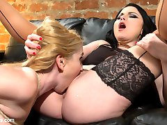 When blonde bombshell Christie Stevens meets with expert divorce lawyer Veruca James she strikes...