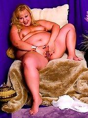 Blonde Milf BBW Shows Her Sexy Curves