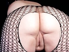 Horny plumper posing sleazy in the nude
