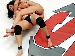 Lea Lexis took out one of our most promising rookies in the lightweight tournament. see match...