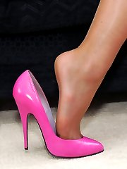 Michelle\'s pink shoes are so very feminine and she knows that they \'do it\' for so many men. Here she gives you another chance to focus your fetish on the height of her thin heels and her deep cleavage revealing low cut fronts