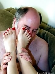Licking the lady\'s feet