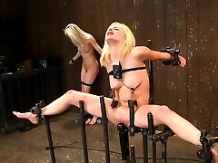 Live Show Mondays brings you part three of the November live show that featured Ashley Jane,...