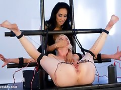 Lorelei Lee gives up control to beautiful and cruel Isis Love in this rare Electrosluts battle...