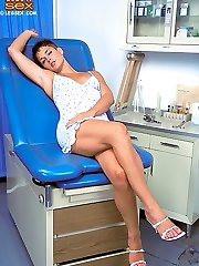 Slutty Rhonda screwed by her doctor