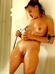 Phat-ass kitty gets caught masturbating in shower
