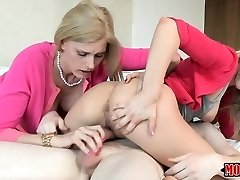 Yoga training turns into lesbian pussy-eating