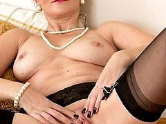 Older wife Huntingtdon Smyth naked in stockings.