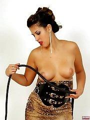 Kinky latex slut whips herself