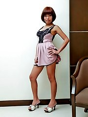 Cool, hot Thai tranny in solo jerk