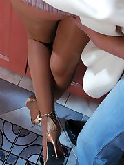 Leggy mature babe in shiny pantyhose getting screwed with her knees upwards