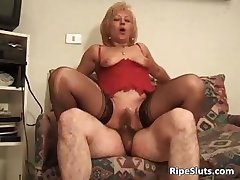 Hairy bush of mature slut is drilled part4
