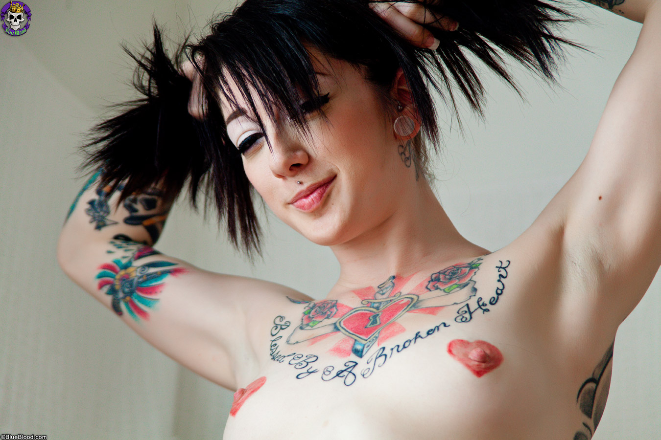 Alt Emo Porn tattooed goth girl shows off her corset and hot ass