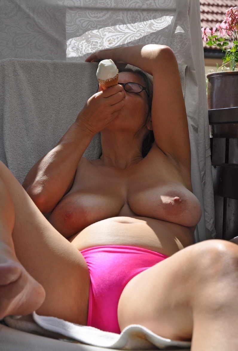 Amateur Mature Porn Gallery outdoor amateur mature