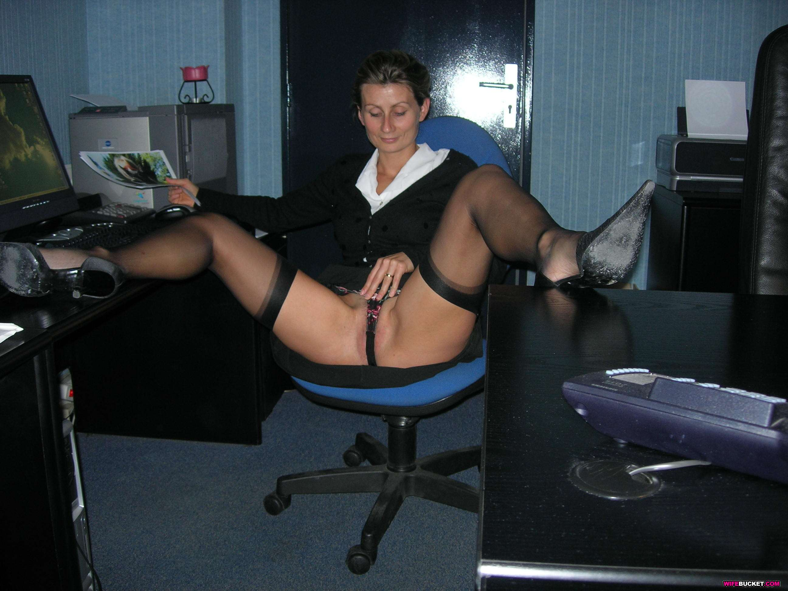 Office Amateur Porn business wife naked outdoor and in her office