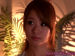 Japanese pussyeating milf seduces babe in shower
