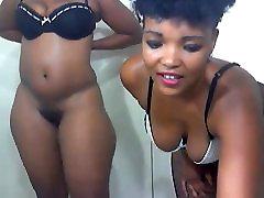 2 ebony babes dancing....shaking big asses webcam