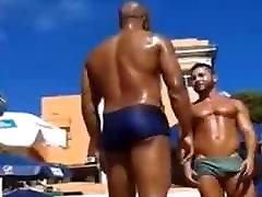Str8 bulge on the beach